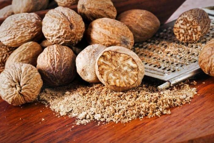 جوز هندی خشکبار و ادویهای پر خاصیت